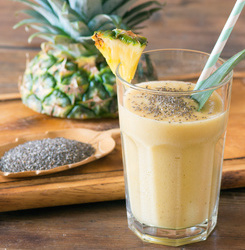 Pineapple, Chia & Turmeric Detox Smoothie
