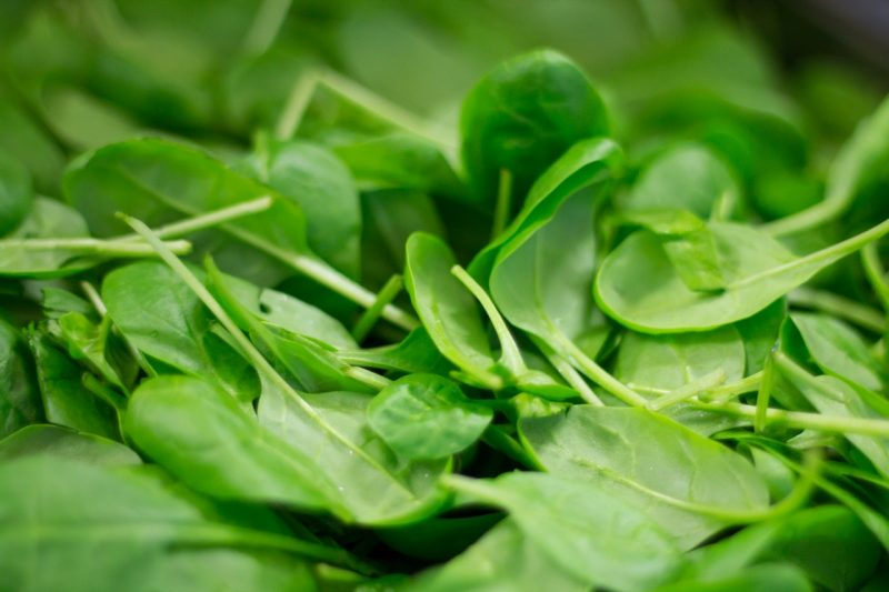 10 Proven Health Benefits of Spinach in Zero Net Carbs. The Perfect Keto Superfood?