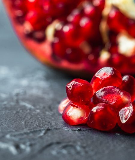 10 Science-Backed Health Benefits of Pomegranates: The Perfect Christmas Appetizer